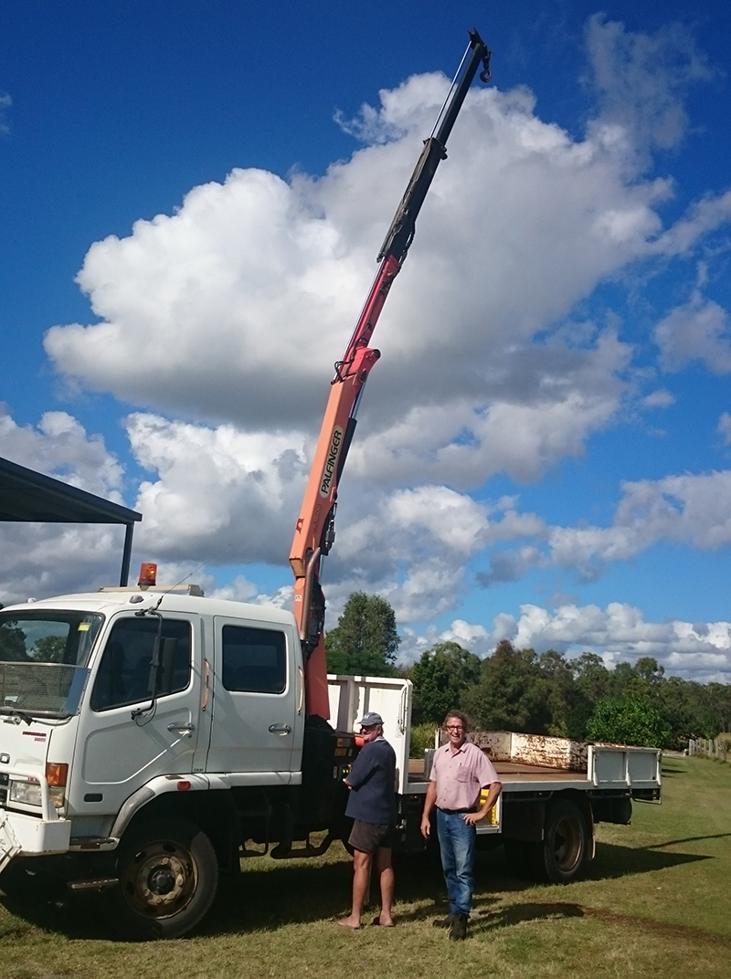 cliff truck with extended crane